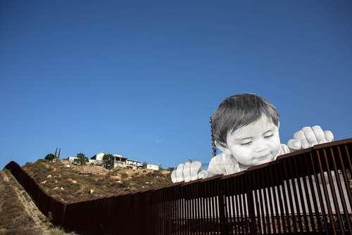 اثر یک هنرمند فرانسوی در حصار مرزی مکزیک – آمریکا