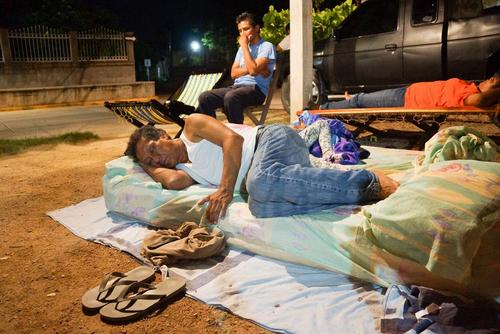 بیرون خوابیدن مردم شهر