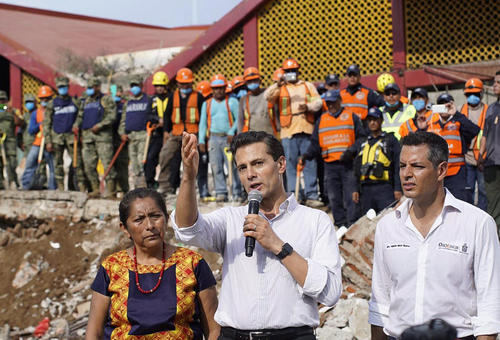 سخنرانی رییس جمهور مکزیک در جمع زلزله زدگان در شهر