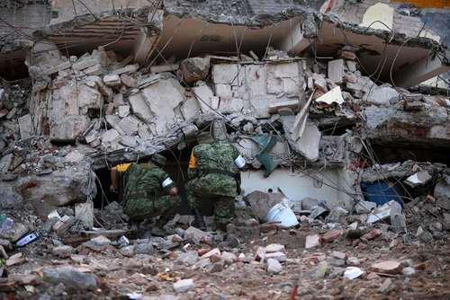 عملیات امداد و نجات در منطقه زلزله زده در جنوب مکزیک