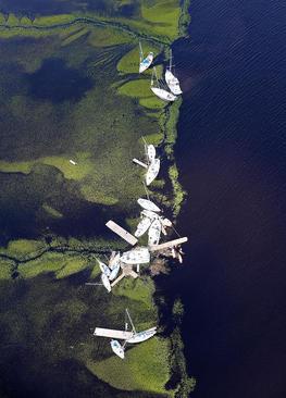 دور شدن قایق ها از اسکله شان در اثر توفان ایرما در منطقه ساحلی سنت ماریس در ایالت جورجیا آمریکا