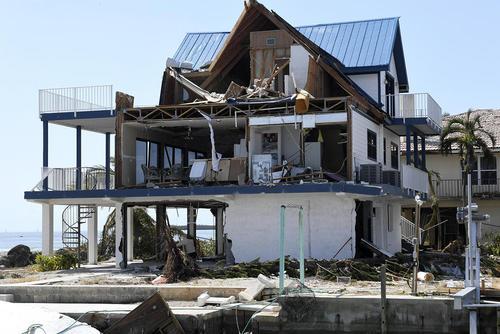 صدمات ناشی از توفان ایرما به خانه ها و تاسیسات شهری در ایالت فلوریدا آمریکا