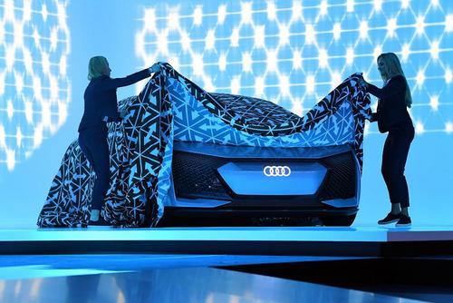 رونمایی از خودروی خودران شرکت آئودی در نمایشگاه بین المللی خودرو در فرانکفورت آلمان