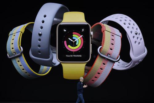 حضور تیم کوک مدیر عامل شرکت اپل در مراسم رونمایی از گوشی آیفون و ساعت مچی جدید اپل در کالیفرنیا آمریکا