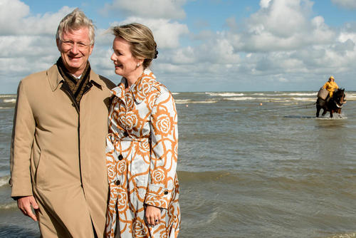 بازدید پادشاه و ملکه بلژیک از ماهیگیران اسب سوار در حاشیه دریا