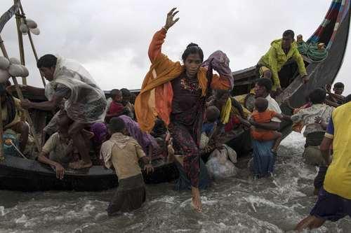 رسیدن پناهجویان مسلمان میانماری از راه دریا به بنگلادش