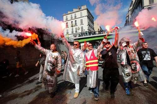 اعتصابات سراسری کارگران فرانسه علیه اصلاحات جدید قانون کار از سوی رییس جمهور جدید این کشور – بندر مارسی