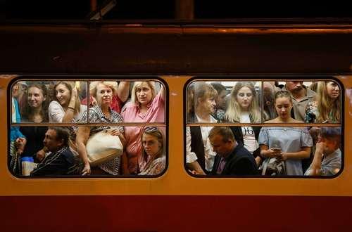 ساعت شلوغی سیستم حمل و نقل عمومی در شهر کی یف اوکراین