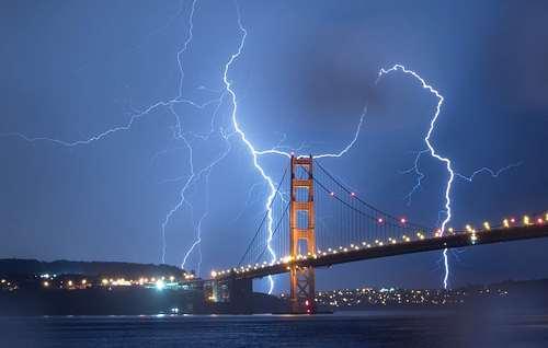 رعدو برق در شهر سانفرانسیسکو آمریکا