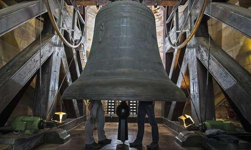 تعمیرات سالانه بزرگ ترین ناقوس قرون وسطایی جهان در شهر ارفورت آلمان