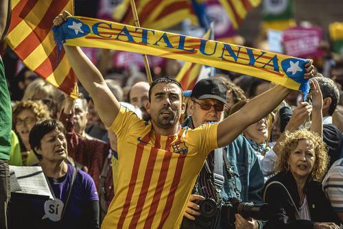 تظاهرات استقلال طلبان کاتالان در حمایت از برگزاری همه پرسی استقلال این منطقه از اسپانیا – بارسلونا