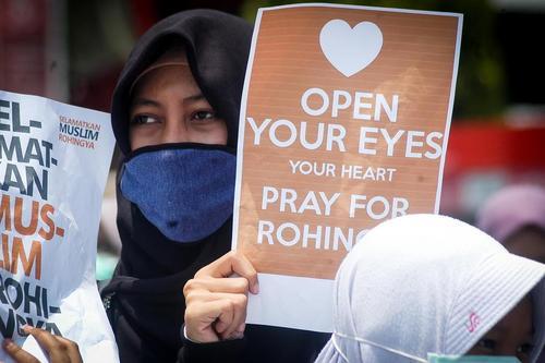 تظاهرات بر ضد کشتار مسلمانان میانماری در سامارانگ اندونزی