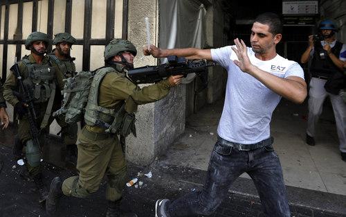 تظاهرات برضد شهرک سازی های غیرقانونی اسراییل در اراضی فلسطین در شهر الخلیل در کرانه غربی رود اردن