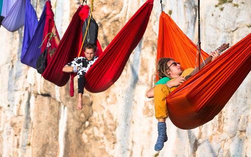 چالش 19 ماجراجو در خوابیدن در ارتفاع 200 متری دره