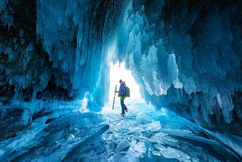 غار یخی در منطقه دریاچه بایکال در شرق سیبری روسیه