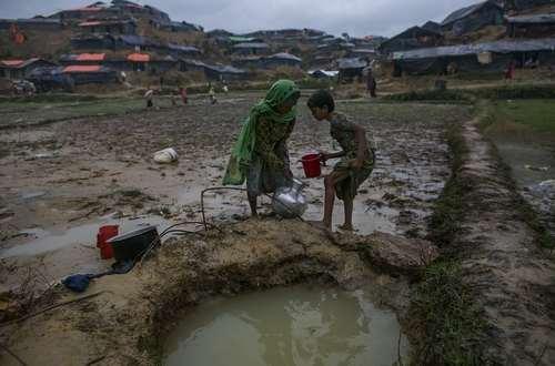 کیفیت آب مصرفی پناهجویان مسلمان میانماری در اردوگاهی در بنگلادش