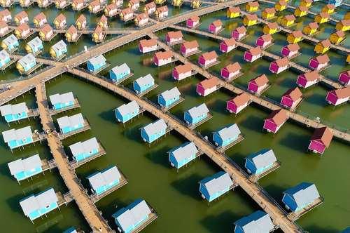 خانه های کابینی به سبک هلندی در ساحل جزیره یوتو در چین
