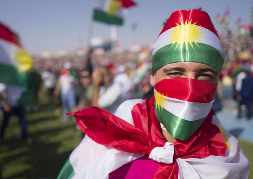 آخرین گردهمایی بزرگ حامیان همه پرسی استقلال کردستان عراق 3 روز مانده به برگزاری این همه پرسی در استادیوم شهر اربیل