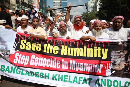 برپایی تظاهرات در همبستگی با مسلمانان میانماری پس از نماز جمعه شهر داکا بنگلادش