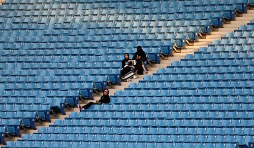 اولین حضور زنان در استادیوم 40 هزار نفری ملک فهد ریاض - عربستان سعودی
