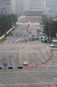 بستن خیابان های مرکزی شهر سئول به روی تردد خودروها در روز بدون خودرو