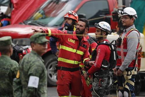 ادامه عملیات آواربرداری از ویرانه های زلزله مهیب اخیر در شهر مکزیکوسیتی