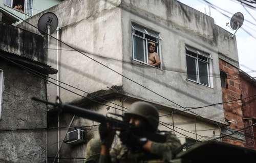 عملیات ویژه نیروهای امنیتی برزیل علیه قاچاقچیان مواد مخدر در محله ای بدنام در شهر ریودوژانیرو