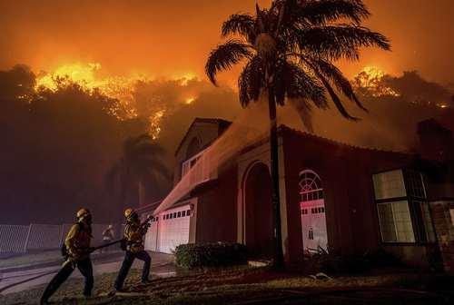 مهار آتش سوزی جنگلی در منطقه کورونا ایالت کالیفرنیا آمریکا