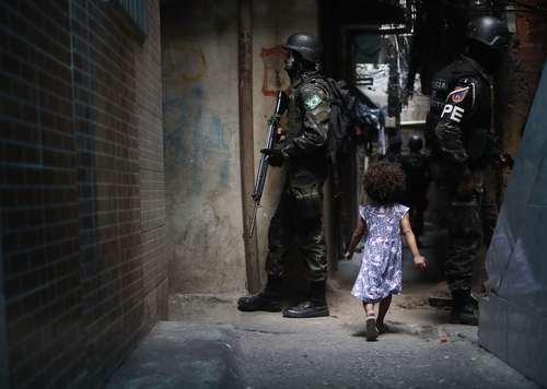 پاکسازی محله ای بدنام در شهر ریودوژانیرو برزیل از وجود خلافکاران و قاچاقچیان مواد مخدر