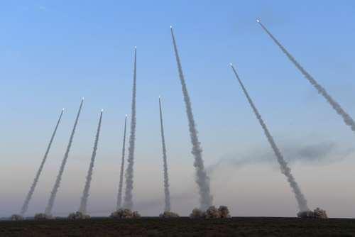 شلیک موشک در جریان یک رزمایش نظامی در شمال چین