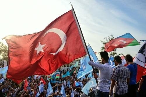 تجمع در استانبول در مخالفت با همه پرسی استقلال کردستن عراق / خبرگزاری فرانسه