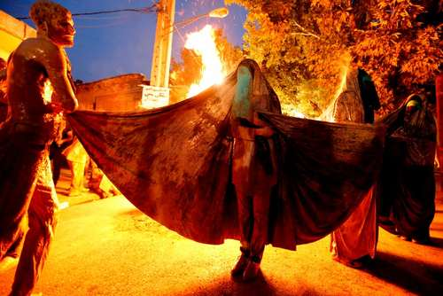 عزاداری شب عاشورا در خرم آباد – عکس: خبرگزاری فرانسه