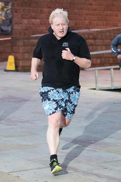 ورزش صبحگاهی وزیر امور خارجه انگلیس در حاشیه سومین روز از گردهمایی سالانه حزب محافظه کار بریتانیا در شهر منچستر