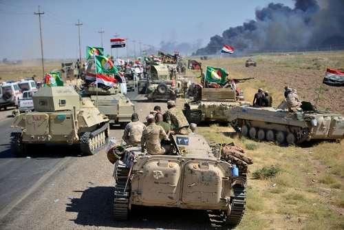 تجمع نیروهای شیعه حشد الشعبی و ارتش عراق در حومه شهر حویجه عراق