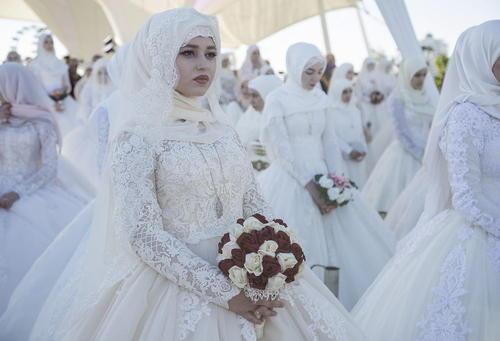 ازدواج دسته جمعی 199 عروس و داماد  در شهر