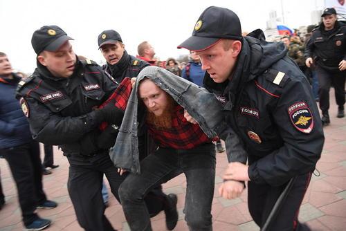 دستگیری معترضان به حصر خانگی