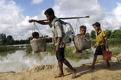 صف ورود پناهجویان مسلمان میانماری به بنگلادش