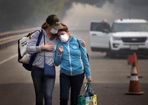 ادامه آتش سوزی های مهیب و گسترده در تاکستان های ایالت کالیفرنیا آمریکا