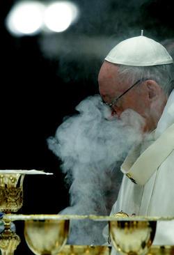 پاپ فرانسیس در یک آیین مذهبی در کلیسای جامع ماریا ماگیور در شهر رم