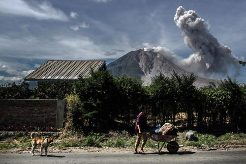 آتشفشان در کارو اندونزی