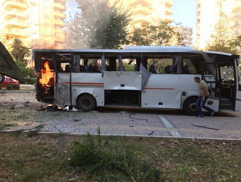 انفجار یک بمب کنار جاده ای در مسیر اتوبوس حامل نیروهای پلیس ترکیه در استان مرسین