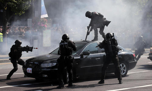 رزمایش ضد تروریستی پلیس کره جنوبی به مناسبت روز پلیس در شهر سئول