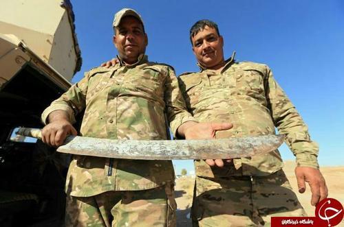 شمشیری که داعش در شهر رقه برای گردن زدن از آن استفاده میکرده است