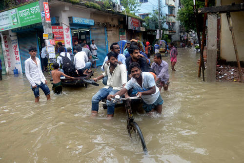 سیل در شهر داکا بنگلادش