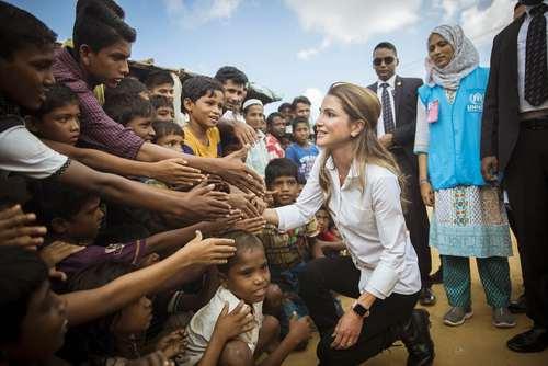 بازدید ملکه رانیا همسر پادشاه اردن از اردوگاه پناهجویان مسلمان میانماری در بنگلادش