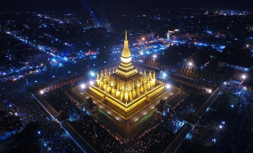 برگزاری جشنواره سالانه لوانگ به عنوان مهم ترین جشنواره مذهبی در لائوس در پایتخت این کشور