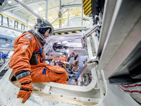 جلسه تمرینی فضا نوردان ناسا برای ماموریت اوریون – هوستون تگزاس