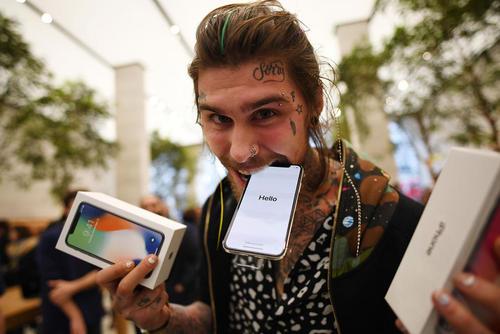 خرید گوشی های جدید آیفون ایکس در فروشگاه اپل در لندن