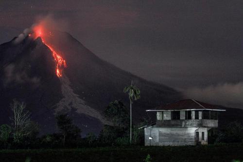گدازه های آتشفشانی در کارو اندونزی