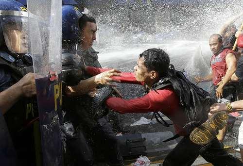 اعتراضات مردمی به سفر دونالد ترامپ رییس جمهور آمریکا به فیلیپین – مانیل